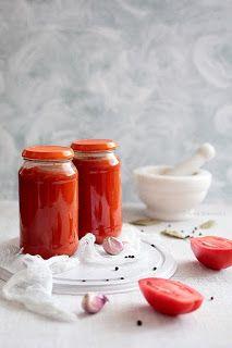 Sos do lasagne w słoikach - Wiem co jem Bolognese Sauce, Tomato Sauce, Diy Food, Hot Sauce Bottles, Preserves, Panna Cotta, Cake Recipes, Food And Drink, Menu