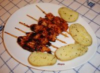 Brochetas de pollo con salsa de miel y soja