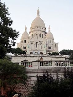 Sacre Coeur - Montemarte... my favorite Paris neighborhood.