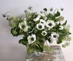 white and green floral arrangement // anemone flowers // wildflowers // natural