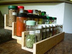 This is Wooden Pallet Spice Rack. You need some pallet wood and put a very simple Pallet Spice Rack up on the wall. You can build this pallet rack from Recycled Pallet Spice Rack, Wooden Spice Rack, Diy Spice Rack, Spice Storage, Diy Storage, Storage Ideas, Spice Holder, Spice Shelf, Fruit Storage
