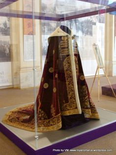 King Ferdinand of Romania Coronation Robe Court Dresses, Royal Dresses, Royal Jewels, Crown Jewels, Romanian Royal Family, Military Ribbons, Medieval Houses, Gold Embroidery, Antique Clothing