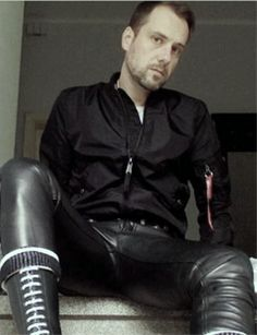 Mens Leather Pants, Men's Leather, Alpha Shirt, Leather Fashion, What I Wore, Sexy Men, Handsome, Menswear, Doc Martens