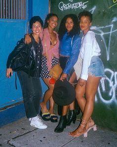 The best picture I've ever been in.Me photobombing three Queens Lianne La Havas, Cool Pictures, Queens, Sequin Skirt, Sequins, Skirts, Instagram, Fashion, Moda