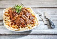 Οσομπούκο με χοντρό μακαρόνι-featured_image Cooking Recipes, Healthy Recipes, Healthy Foods, Food Categories, Greek Recipes, Food Porn, Food And Drink, Tasty, Beef