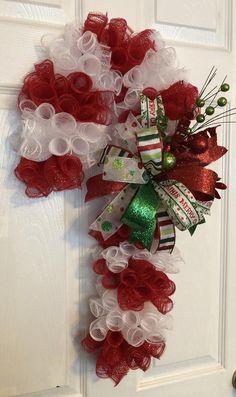 24 Christmas Deco Mesh Candy Cane Wreath/Door Hanger with Bow Christmas Mesh Wreaths, Christmas Door Decorations, Deco Mesh Wreaths, Christmas Crafts, Christmas Print, Handmade Christmas, Deco Mesh Bows, Yarn Wreaths, Winter Wreaths