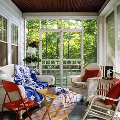 Patriotic home decoration ideas and white-blue-red color combinations prepare American homes for Independence Day parties Decor, Outdoor Decor, Blue Decor, Floral Chair, Blue Rooms, Blue Outdoor Decor, Home Decor, White Wicker, Decorating Your Home