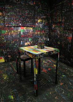 Arte para resgatar a infância. Israelense revisita técnica de desenho em instalação