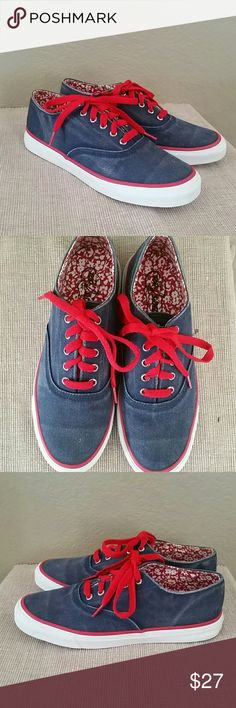 Sperry top sider distressed blue red sneakers 7 Sperry Top Sider casual sneakers, distressed blue with red, size 7, preowned Sperry Top-Sider Shoes Sneakers