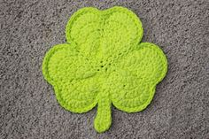 Shamrock PotHolder NOTE: Found the PATTERN... http://priscillascrochet.net/free%20patterns/St%20Patrick/Shamrock%20Potholder.pdf