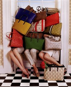 tim walker for carolina herrera D Mark, Tim Walker, My Bags, Purses And Handbags, Love Fashion, Fashion Moda, Juicy Couture, Just In Case, Straw Bag