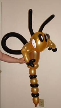 Yellowjacket fans- this is awesome! Homecoming Floats, Homecoming Ideas, Football Balloons, Balloon Pictures, Football Crafts, Balloon Modelling, Balloon Animals, Graduation Gifts, Yellow Jackets