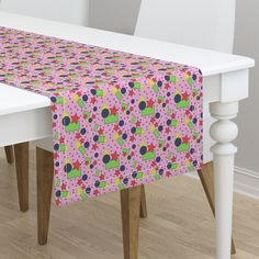 Shapes on baby pink on Minorca by diseniaz Easter Arts And Crafts, Shapes For Kids, Mitered Corners, Table Runners, Color Splash, Throw Pillows, Dinner Napkins, Prints, Dining Table