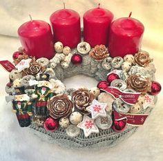 Christmas Pine Cones, Christmas Svg, Diy Christmas Ornaments, Christmas Wreaths, Advent Wreaths, Decoration Christmas, Christmas Centerpieces, Xmas Decorations, Advent Box