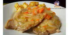 Il lombo di maiale alle carote è un secondo piatto nutriente e saporito. La carne si lascia cuocere a fuoco lento, ammorbidendosi nel suo stesso sughetto.
