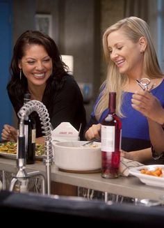 Sara Ramirez and Jessica Capshaw.they are gonna need to calm it down with the good lookingness. Callie Torres, Greys Anatomy Callie, Greys Anatomy Brasil, Lgbt, Jessica Capshaw, Arizona Robbins, Lexie Grey, Dark And Twisty, Grey Anatomy Quotes