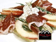 Un desayuno a tu medida: Finas lonchas de jamón ibérico de bellota #MonteRegio con queso, espárragos verdes y rodajas de manzana ¡Feliz Viernes!