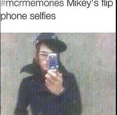 why did i see flip phone celeries