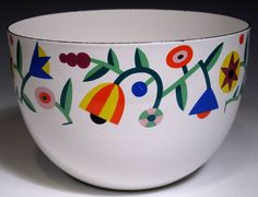 Arabia Finel Bowl - Okay so technically this is enamel. Vintage Enamelware, Vintage Kitchenware, Marimekko, Kitsch, Mid Century Design, Ceramic Bowls, Scandinavian Design, Finland, Street Art