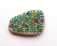 Hand Painted Stone Flower design by ISassiDellAdriatico on Etsy https://www.etsy.com/listing/214152927/hand-painted-stone-flower-design