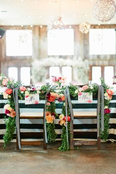Chic stripes on this gorgeous wedding table