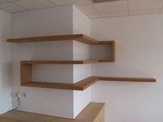 La bonne idée d'étagère en coin, vue ici: http://www.gewoonhout.nl/projecten/item/4-zwevende-kast …