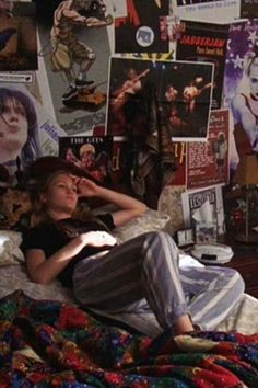 All the On-Screen Bedrooms You've Lusted After, From Carrie Bradshaw's to Zack Morris' The best TV and movie bedrooms: Kat Stratford's teenage angst-filled room in 10 Things I Hate About You 90s Movies, Iconic Movies, Series Movies, Film Movie, Room Ideas Bedroom, Bedroom Inspo, Dream Rooms, Dream Bedroom, Sala Grunge