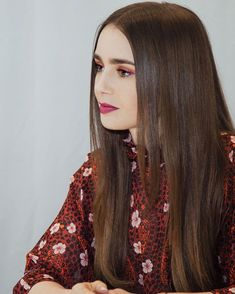 Likes, 10 Comments - lily collins Lily Collins Hair, Natural Makeup Looks, Girls Eyes, Hair Looks, Pretty Hairstyles, Hair Inspiration, Brows, Hair Color, Hair Beauty