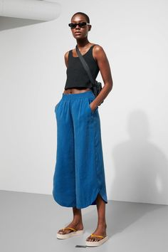 Model front image of Weekday springer trousers in blue