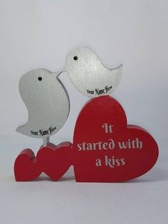 Freestanding personalised lovebirds with hearts