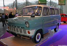 Rare Ford Transit Panorama Bus. It looks like the Weasley's car on steroids. O-o