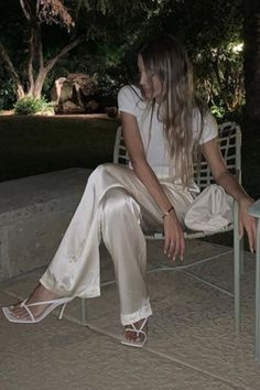 We love this outfit idea with creamy beige silk pants Silk Pants Outfit, Summer Pants Outfits, Metallic Pleated Skirt, Satin Trousers, Beige Outfit, Satin Dresses, Lights, Silk Satin, Light Beige