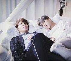 if park jimin laid down next to me id probably look just as stressed as jungkook