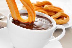 Una ricetta tipica della Spagna, croccante e deliziosa, da servire con zucchero e cannella, ma anche con cioccolato e dulce de leche