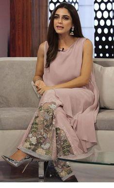 Such a beautiful dress - salvabrani elbise designer dresses, salwar pants v Stylish Dress Designs, Designs For Dresses, Stylish Dresses, Pakistani Dress Design, Pakistani Outfits, Salwar Designs, Blouse Designs, Fashion Pants, Fashion Dresses