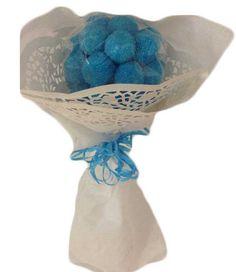 Detalles para comuniones – Bouquet azul  Realizado con moras de frambuesas Medidas aproximadas 27cm de alto x 12cm de ancho Peso aproximado 160 grs Precio : 4.50 https://elmundodelaschuches.com/tienda/detalles-para-bautizos-bodas-y-comuniones/detalles-para-comuniones-bouquet-azul/