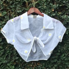 Vintage 90's guess daisy shrug crop top Vintage 90's perfection. And in perfect condition,too! Vintage Tops Crop Tops