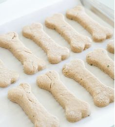 Dog-I-Y: 14 Homemade Dog Treat Recipes for Valentine's Day - Dog Milk Puppy Treats, Diy Dog Treats, Homemade Dog Treats, Dog Treat Recipes, Baby Food Recipes, Homemade Oatmeal, Homemade Biscuits, Homemade Gifts, Dog Biscuits