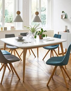 Une salle à manger version boisée 8 Seater Dining Table, Dining Room Table, Dining Chairs, Dinner Room, Beautiful Dining Rooms, Square Tables, Dining Room Design, Design Table, Room Decor