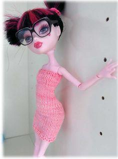 Ravelry: Monster High dress- free knitting pattern- schmal pattern by Michaela Seiner