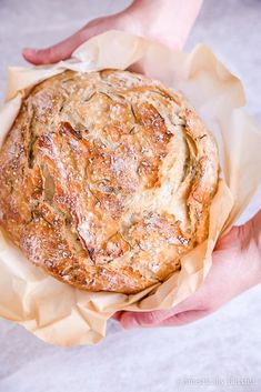 This Sea Salt Rosemary No-Knead Bread is crusty on the outside, soft on the inside, & fills your home with a mouthwatering fragrance. bread Sea Salt Rosemary No-Knead Bread Rosemary Bread, Herb Bread, How To Make Bread, Food To Make, Vegan Recipes, Cooking Recipes, Chef Recipes, Soup Recipes, Dutch Oven Bread
