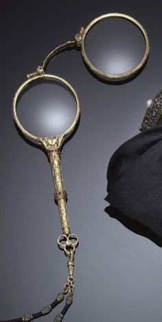 Gold, silver and ruby lorgnette, by Buccellati, circa 1930. Entirely engraved with floral motifs and set with circular rubies, mounted in silver and gold. #Buccellati #lorgnette #vintage