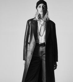 ZARA - #zaraeditorial - COLLECTION - STORIES - BORN IN THE 70'S Zara Outfit, Moda Zara, Zara Mode, Zara Fashion, Professional Women, Casual Street Style, Beautiful Models, Daily Fashion, Jeans