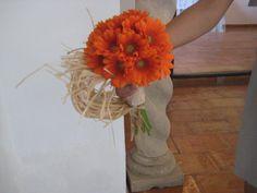 Ramo de novia de margaritas naranjas