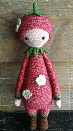 Aardbeienmeisje naar patroon van Lalylala