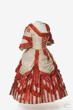 Francy dress, From Les Arts Décoratifs via Europeana Fashion Victorian Fancy Dress, Victorian Fashion, Victorian Ladies, Antique Clothing, Historical Clothing, Corsage, Drag Clothing, Fancy Dress Ball, Civil War Fashion