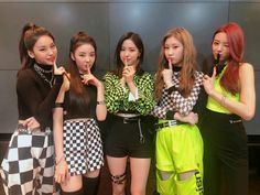[ ] ITZY got win! Thanks to our fans' huge love we got to get our first win! Thank you for being with ITZY since debut and giving us this bir award! We will work harı with always thankful hearts ❤️ Kpop Girl Groups, Korean Girl Groups, Kpop Girls, K Pop, Shinee, Devon Aoki, Steve Aoki, Big Love, New Girl