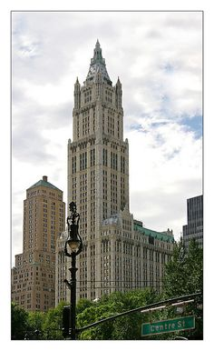 Cass Gilbert, Woolworth Building (1911-13), New York, Gothic Revival  the tallest building in the world when it was made