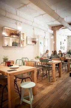 Restaurante y café de horario ininterrumpido en la calle Barbieri. Cocina cosmopolita, tartas caseras y precios asequibles hacen obligada su visita.