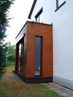 - Windfang Anbau an ein Einfamilienhaus Benefit From The Stylish Look Of Vertical Blinds Article Front Door Porch, Front Porch Design, House With Porch, House Front, Living Haus, House Extensions, House Entrance, New Homes, Cottage